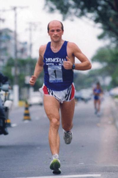 Россиянин Андрей Дерксен - трехкратный победитель самого жесткого марафона в мире «Sultan Marathon des Sables» в 1994, 1995, 1996 годах.