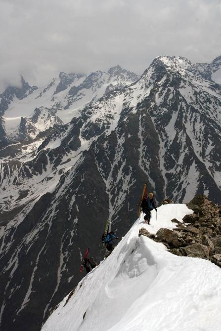 """На ски-туре в ущелье Адырсу. """"РИСК онсайт"""" №64 (риск 64, горы, ски-альпинизм, кавказ, уллутау, приэльбрусье)"""