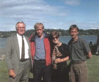 Анатолий Букреев с родителями Скотта Фишера после трагедии на Эвересте. 1996 г.