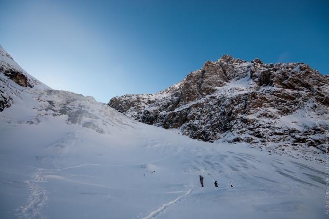 Ледник Малый Актру и гора Караташ