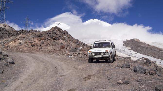 На машине по склону Эльбруса. (Путешествия, 4х4, горы, кбр, приэльбрусье)