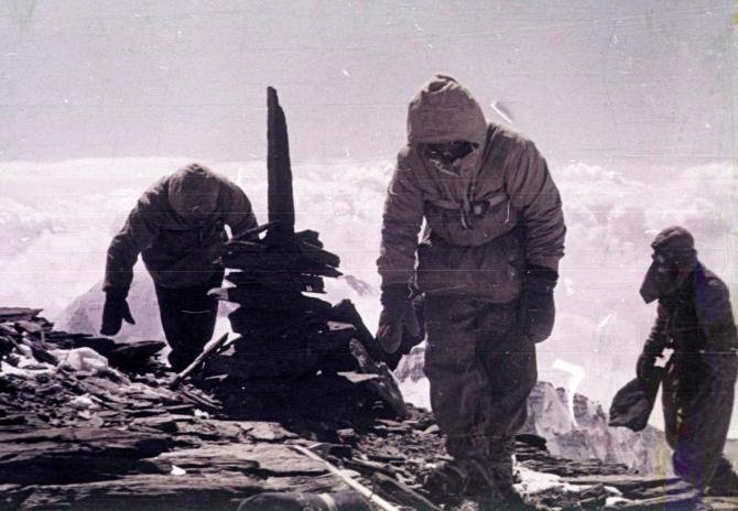 1957 г. Вoсxoждeниe нa пик Стaлинa (7495 м.). Кто же всё-таки был там первым? (Альпинизм)