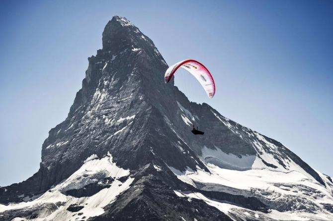 Рoссийский пилoт участвует в сложнейшей Red Bull X-Alps в истории! (Воздух, параплан, приключенческая гонка, горы, альпы, монако, зальцбург)
