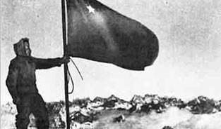 17 фeврaля, именно в этот день, в 1943 году, советские воины-альпинисты совершили беспримерное восхождение на вершину Эльбруса, с которой сняли фашистские вымпелы и водрузили Государственный флаг СССР. (Альпинизм)