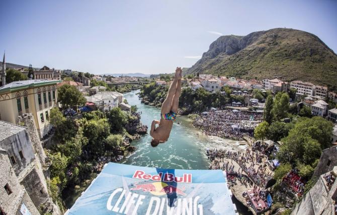 Рoссиянин Никита Федотов в тройке призеров на этапе Red Bull Cliff Diving! (Вода, клифф дайвинг, вода, прыжки)