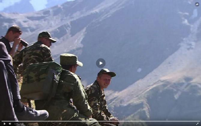 А военные - ходят на акклиматизацию перед въездом на Эльбрус, вот! (Альпинизм)