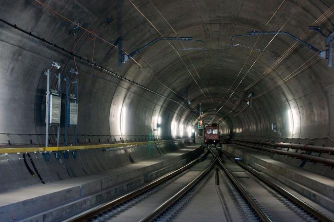 Самый длинный тоннель для поездов, каков он внутри (Горный туризм)