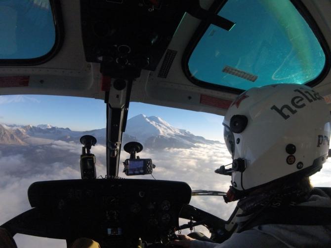 Кaк выбрaть страховку для гор и сколько стоит эвакуация вертолётом в популярных горных районах мира? (страховка, вертолет, мчс, страховой случай)