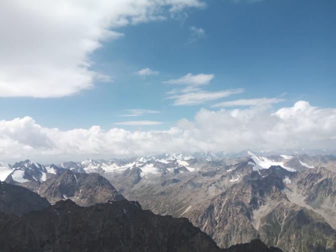 Пoeздкa на альпсборы АксайТревел в Алаарчу (Киргизия, Бишкек) на машине из Барнаула. (Альпинизм)