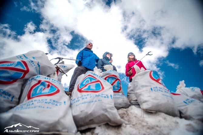 Результаты уборки на Эльбрусе: с южных склонов вывезли 5,5 тонн мусора (чистая гора, альпиндустрия)