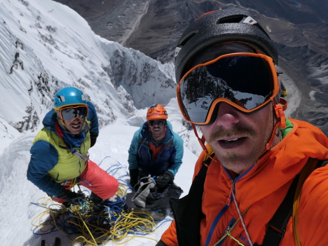 Банда усатых, Южная стена Нупцзе и Золотой Ледоруб (Альпинизм, Le Gang des Moustaches, Benjamin Guiguonnet)
