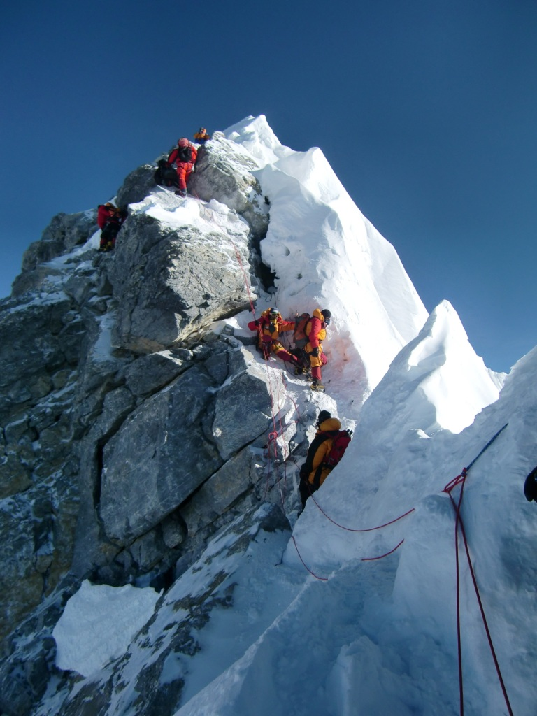 хозяйка эверест фото на самом верху книга для