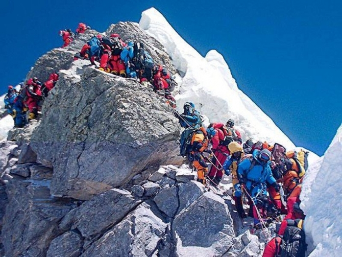 На Эвересте погибло 11 человек. (Альпинизм)