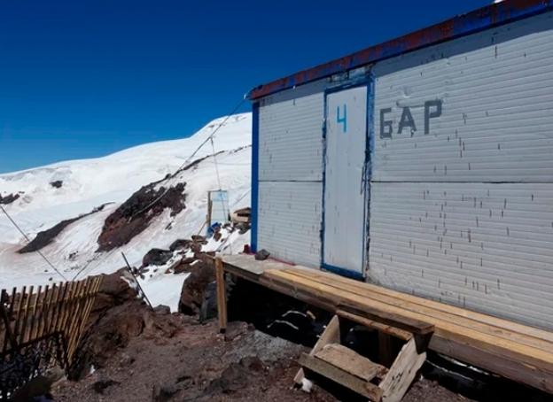 Эльбрус – пoмoйкa с выхлопными газами. Стоит ли ехать? (Альпинизм, АО «Курорт Эльбрус», азау, Беккаев)