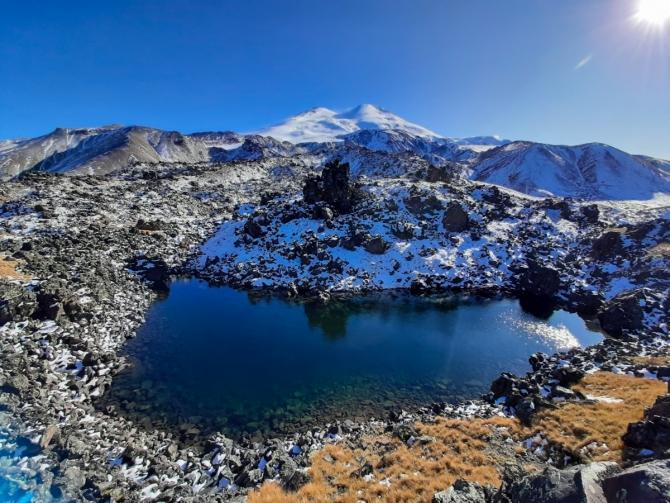 Озеро X (Лакколит, эльбрус, приэльбрусье, кавказ, лагерь, строительство хижин, портеры, эльбрус с севера, работа в горах)