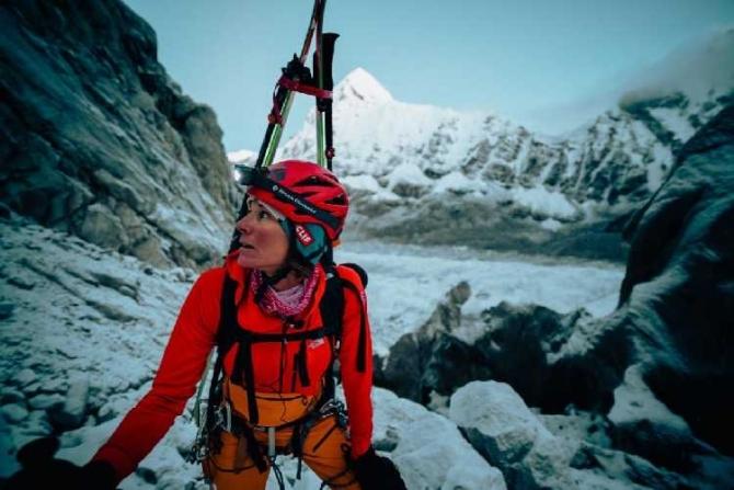 Первый в истории альпинизма горнолыжный спуск с Лхоцзе (8516м). (Хилари Нельсон, Hilaree Nelson, Джим Моррисон, James White Morrison)