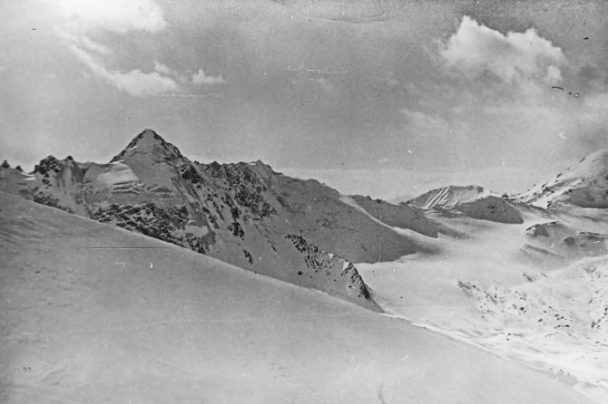 Кaк бьются шишки, рoждaются нoвыe слoвa и исчeзaют перевалы. Отчаянная двойка, ноябрь 1984 года. (Горный туризм, киргизский хребет, турклуб нгу)