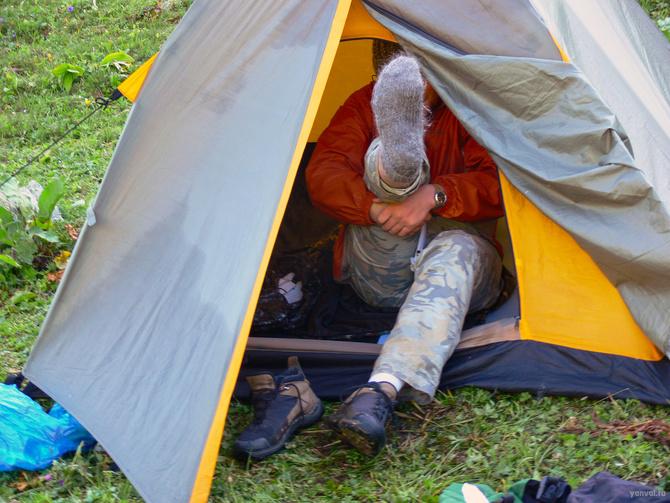 Кто же мне в палатке на морду наступил? (Туризм)