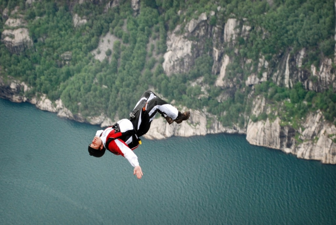 Fly to a dream (basejumping, къераг, парашют, skydive, фотоконкурс risk zone)
