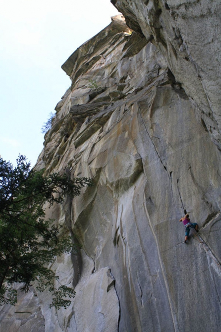 Welcome 2 TRAD, Cadarese, Valle Antigorio, Italy - Granite Crack Climbing. THE DOORS (Скалолазание, trad community, 8b)
